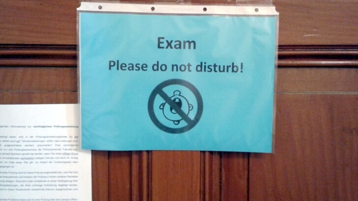 "Türschild ""Exam - Do not disturb"""